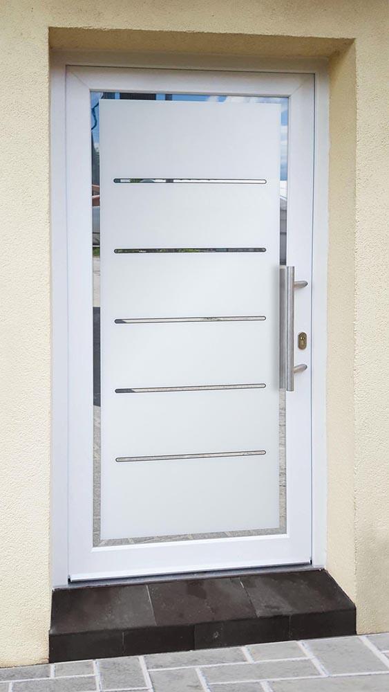 Sklo-hliníková dverná výplň Evolution EV-951. Možnosť vyhotovenia ako kompletné hliníkové dvere na mieru.