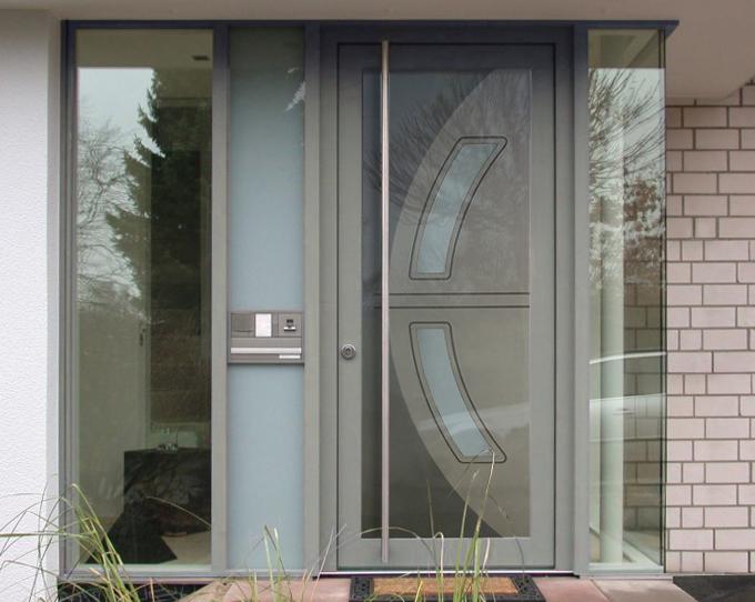 Sklo-hliníková dverná výplň Evolution EV-967. Možnosť vyhotovenia ako kompletné hliníkové dvere na mieru.