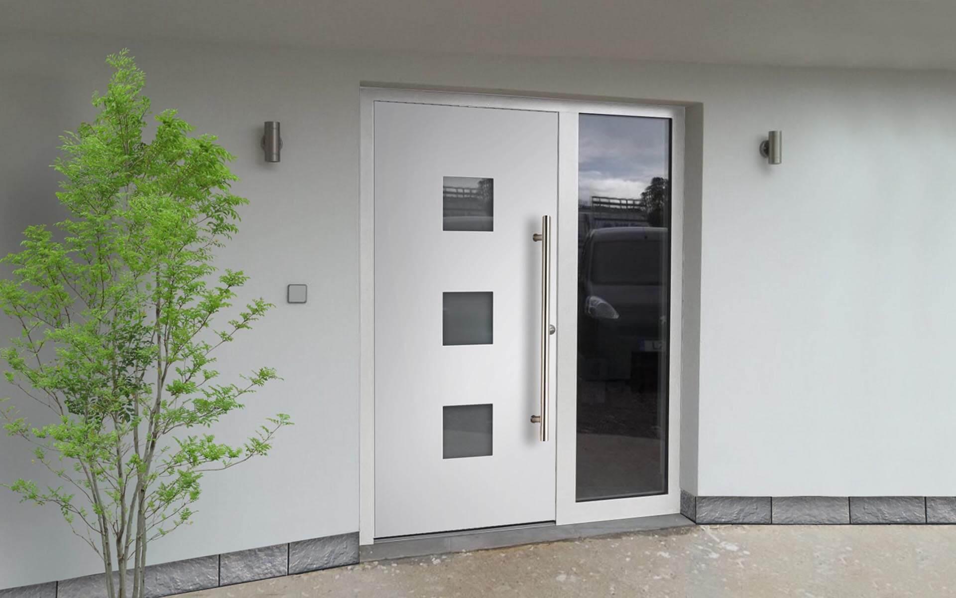 Hliníkové vchodové dvere do domu so svetlíkom v bielej farbe RAL 9006