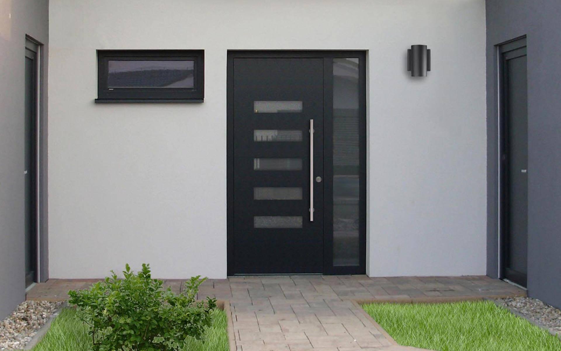 Hliníkové vchodové dvere do domu so svetlíkom v antracitovej farbe RAL 7016
