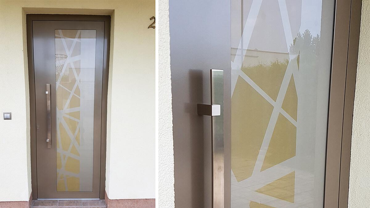 Hliníkové vchodové dvere EV-954 vo farbe perleť béžová a zlatá