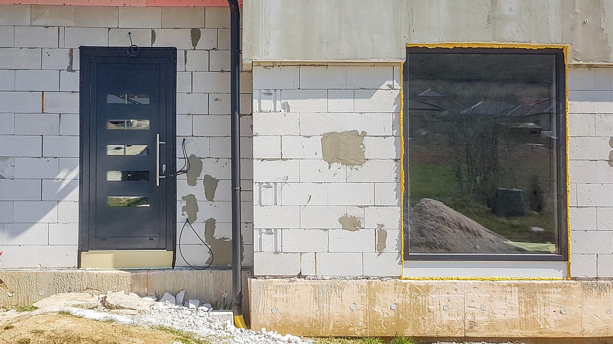 Hliníkové vchodové dvere AV-447 vo farbe antracit RAL 7016