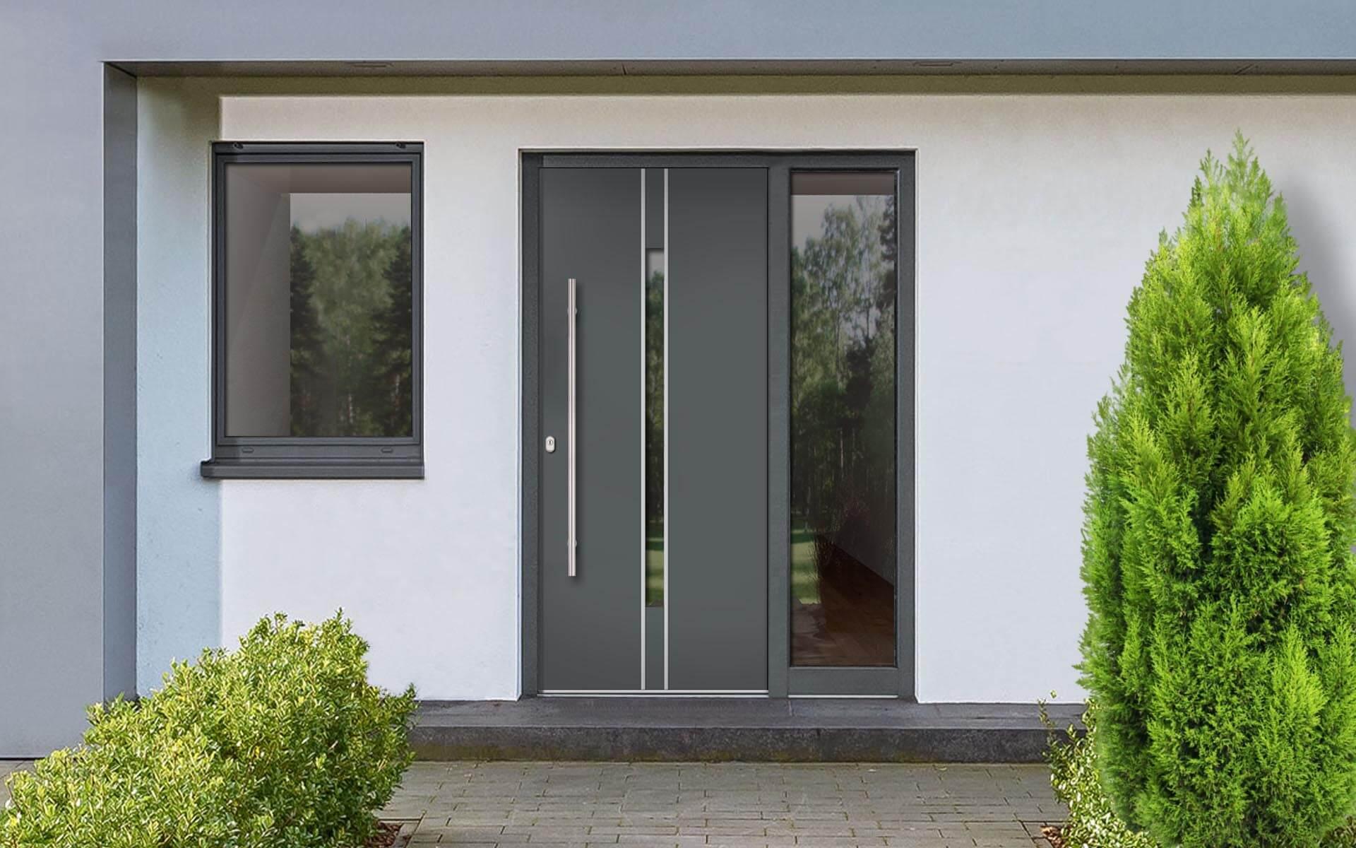 Hliníkové vchodové dvere do domu so svetlíkom vo farbe čadičová sivá RAL 7012