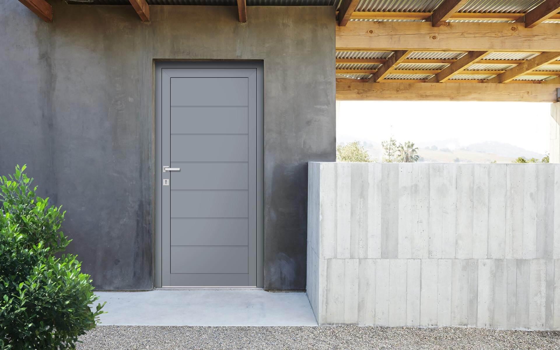 Vedľajšie vchodové dvere do domu vo farbe sivá 7040