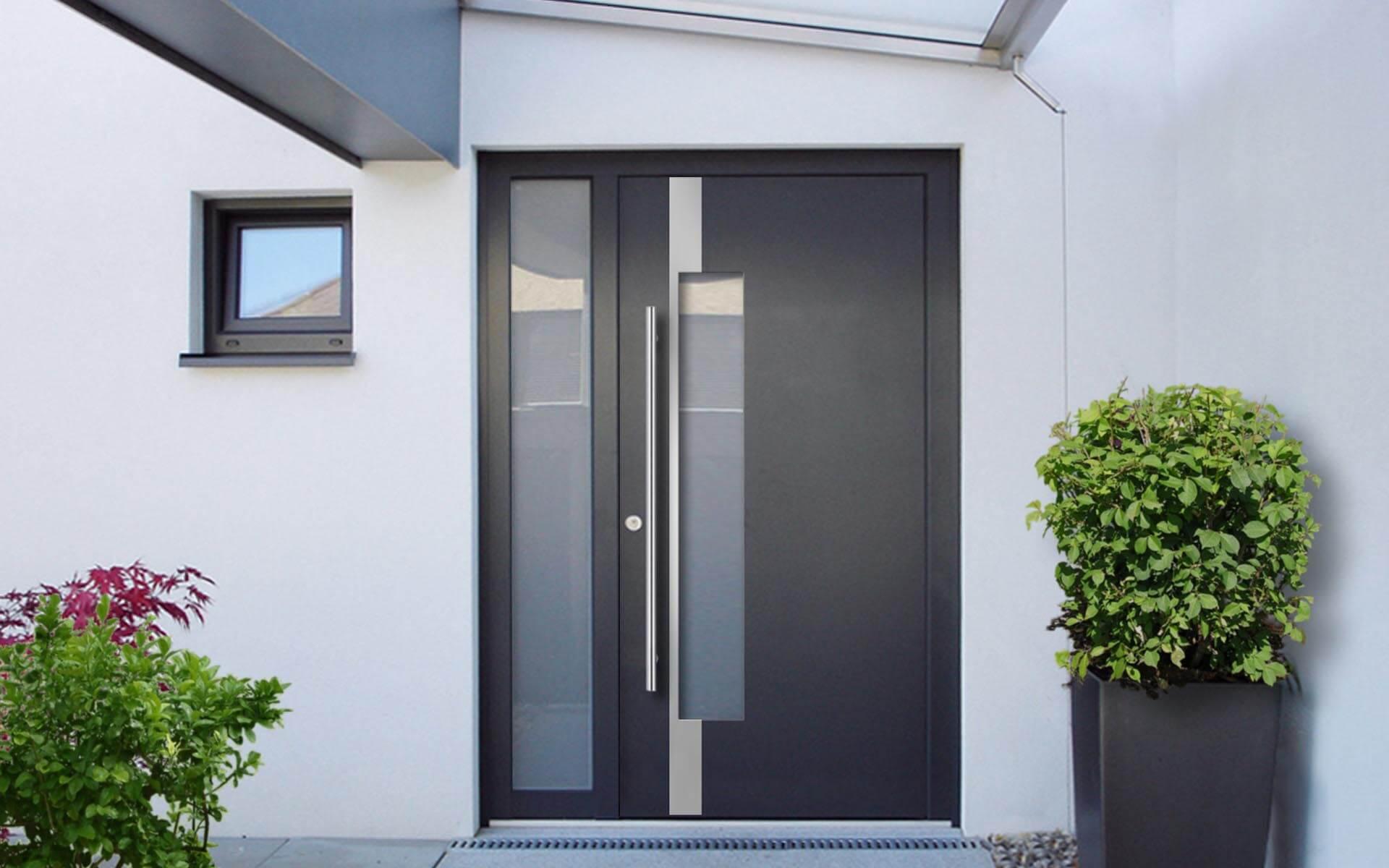 Hliníkové vchodové dvere do domu vo farbe antracitová sivá RAL 7016
