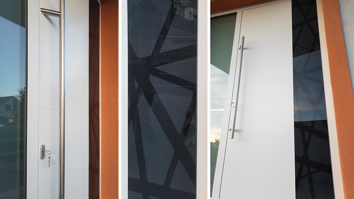 Prestížne hliníkové vchodové dvere do domu vo farbe RAL 9016 biela s čiernym kaleným sklom a prekrytým krídlom so svetlíkom