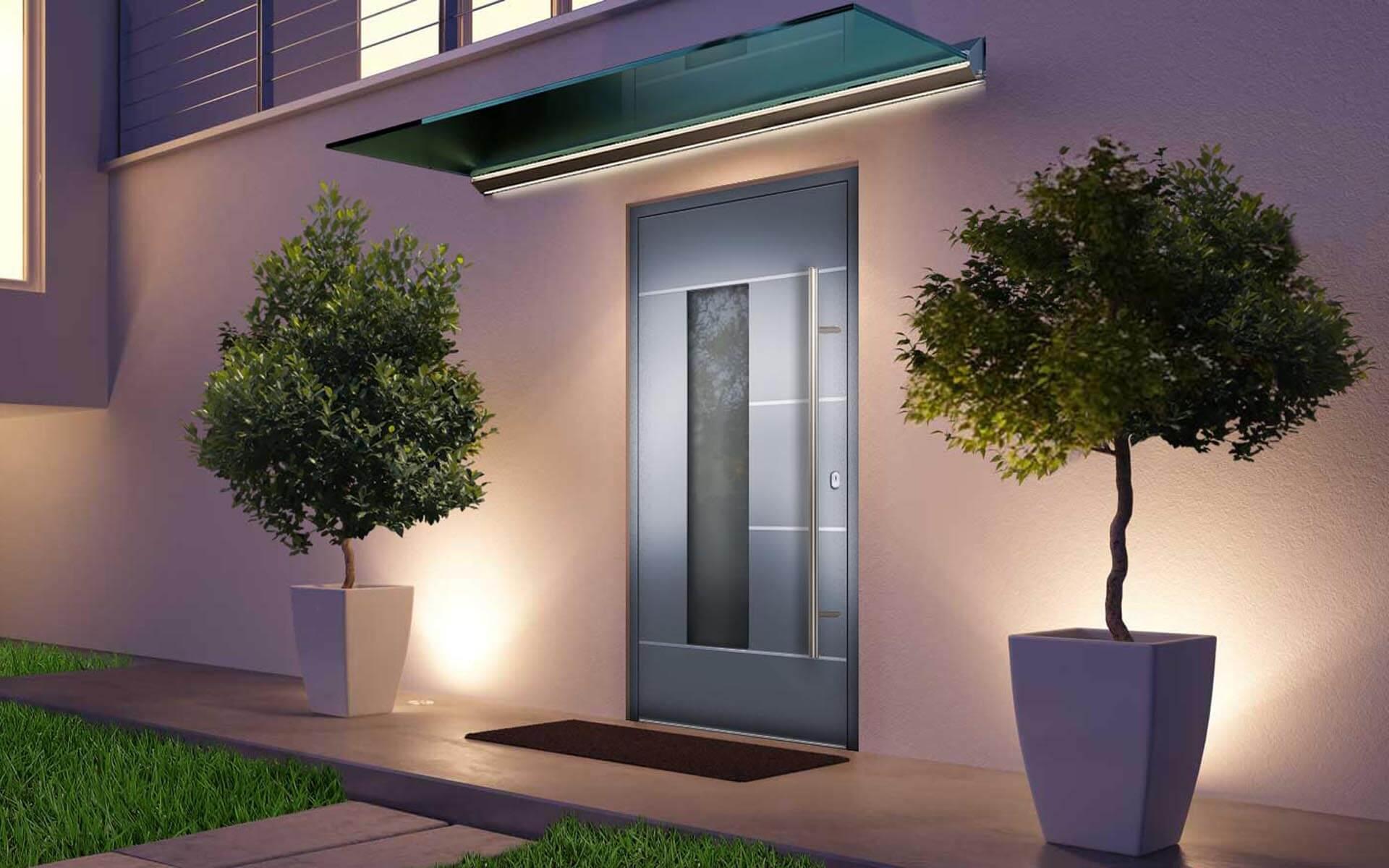 Sklenená strieška s LED osvetlením nad hliníkovými vchodovými dverami AVI-792 vo farbe biely hliník