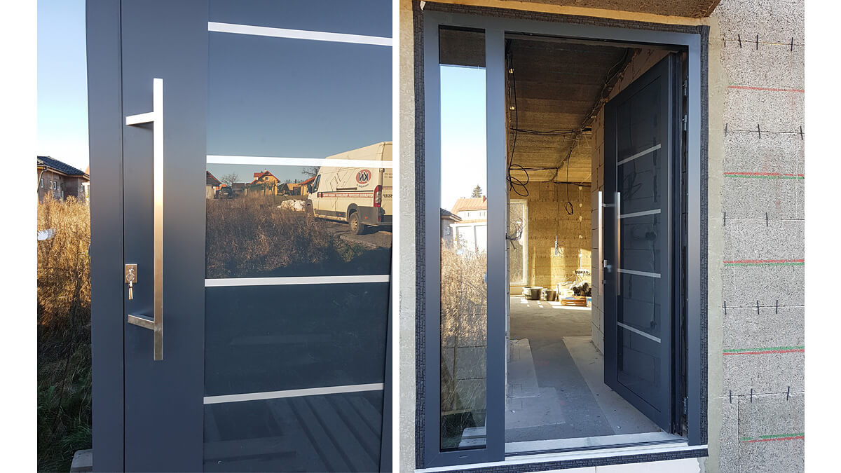 Luxusné hliníkové vchodové dvere do domu vo farbe RAL 7016 antracit s prekrytým krídlom a bočným svetlíkom