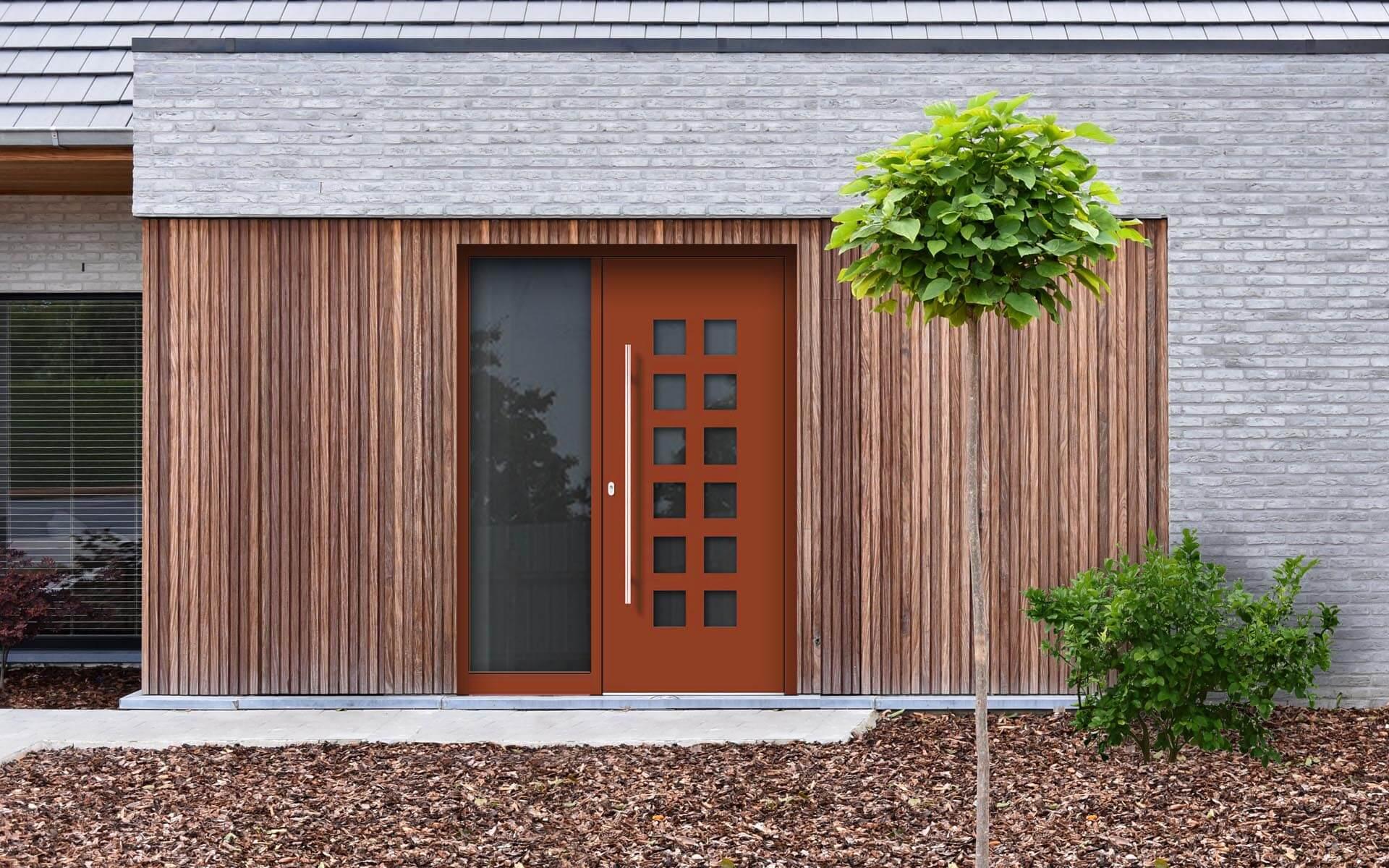 Hliníkové vchodové dvere do domu so svetlíkom vo farbe perleťová oranžová RAL 2013